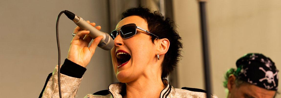 Aurora Menzel - Sängerin der Coverband Wild@Heart aus Wuppertal